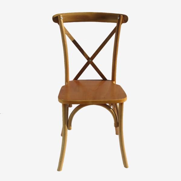 כיסא עץ להשכרה