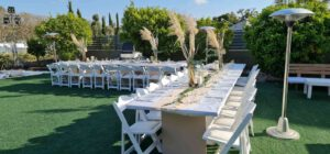 עיצוב שולחן אירועים מהודר בחצר הבית